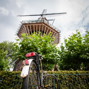 But of course there are bikes parked around the windmill.