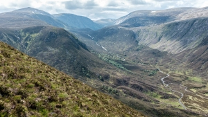 Despite its proximity to the ever popular Loch Muick and Lochnagar, it seems as though the Allt an Dubh-loch area sees little in the way of human traffic.